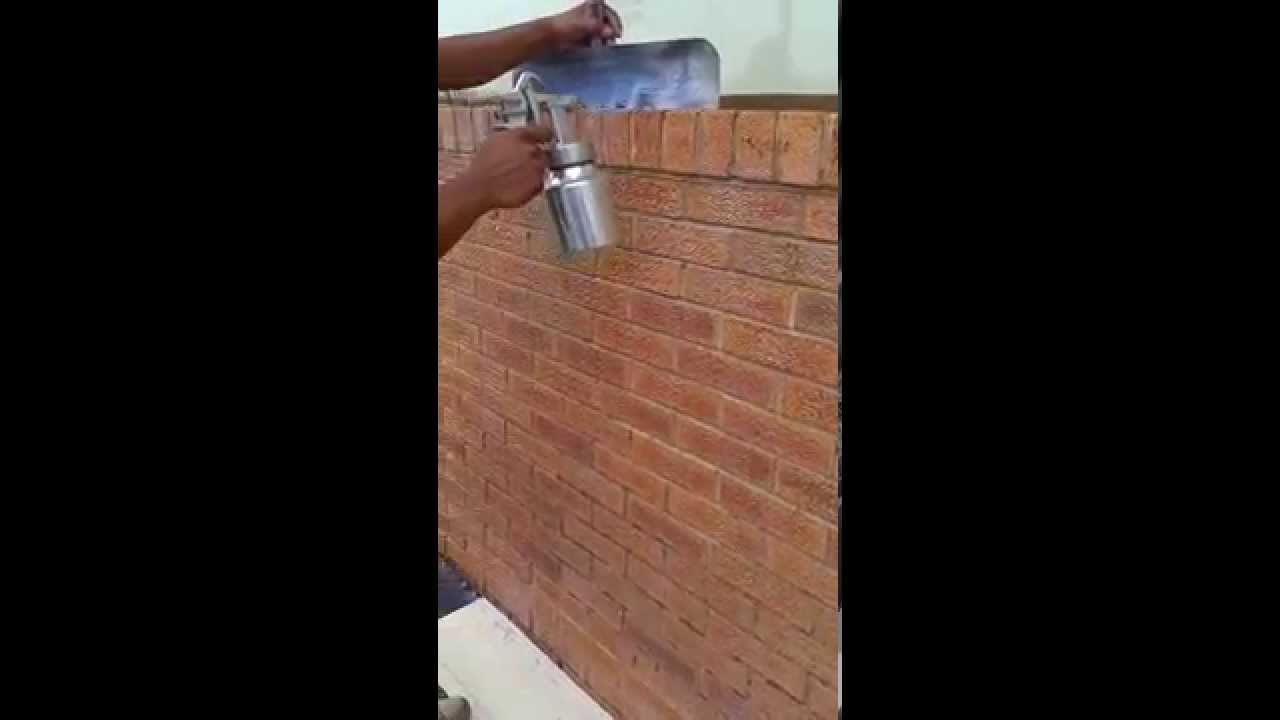Aplicando sellador para ladrillo youtube for Impermeabilizar pared ladrillo exterior