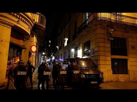 Protestos em Barcelona acabam em confrontos com a polícia
