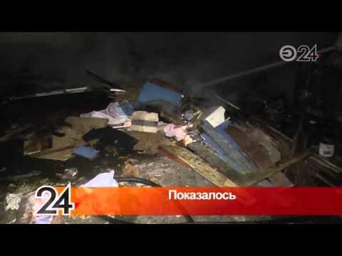 На ул. Декабристов бомжи решили согреться, подпалив старую мебель