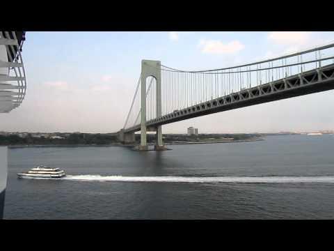 Verrazano-Narrows Bridge, Queen Mary 2, Staten Island--Brooklyn, New York, USA, North America