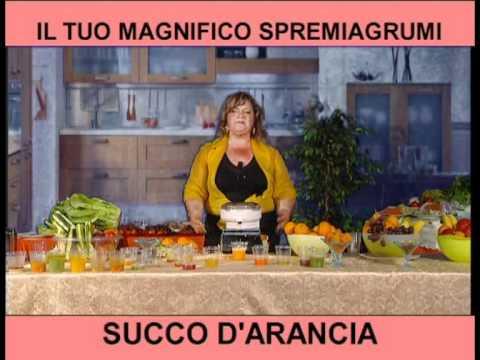 Succo di arancia con lo spremiagrumi del robot da cucina - Robot da cucina con estrattore di succo ...