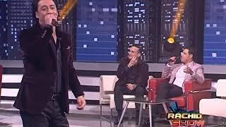 الفنان رشيد المريني يقدم أحد أغانيه المتميزة خلال مشاركته في