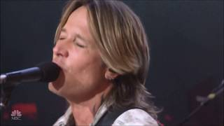 Keith Urban & Julia Michaels sing