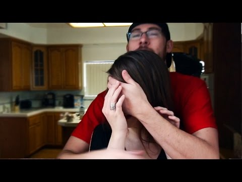 SURPRISING GIRLFRIEND WITH GIFT!