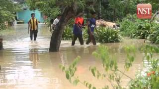 Flash flood hits Bayan Baru