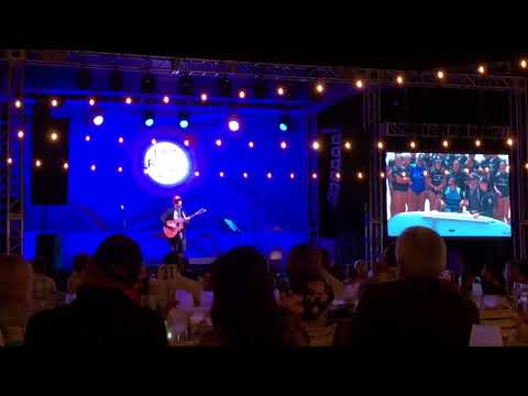 Jason Mraz performs new song at Life Rolls On gala
