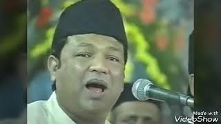 Nazir Warsi and Brothers presenting their Quawali-Mubarak Ghadi Hai Meri Mata Samne Hai...
