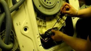 Як дістати предмети з пральної машини