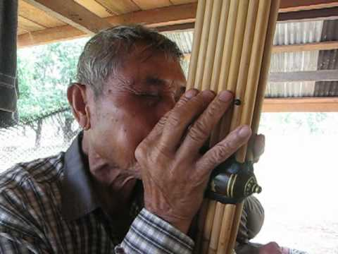 Khaen Master Nouthong Phimvilayphone playing Lotfai talang