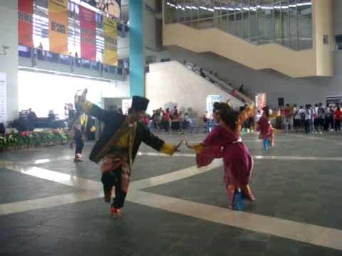 NYP MCG dancing to 'Joget Toleh Menoleh' at NYP Open House 2010
