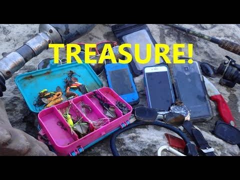 Thumbnail: River Treasure: Samsung Galaxy Note 4, 2 iPhones, Gold Ring, Fishing Tackle And MOAR!