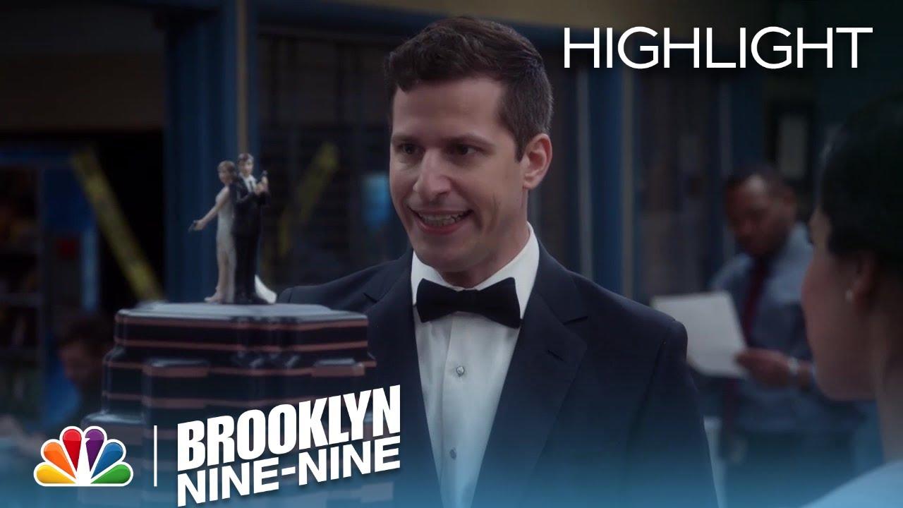the-wedding-cake-is-moved-to-the-precinct-season-5-ep-22-brooklyn-nine-nine