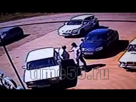 В Абдулино местный житель вступил в драку сначала с 2 лицами а потом дал отпор подоспевшей компании