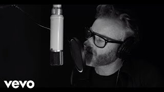 Matt Berninger Ft. Phoebe Bridgers - Walking On A String