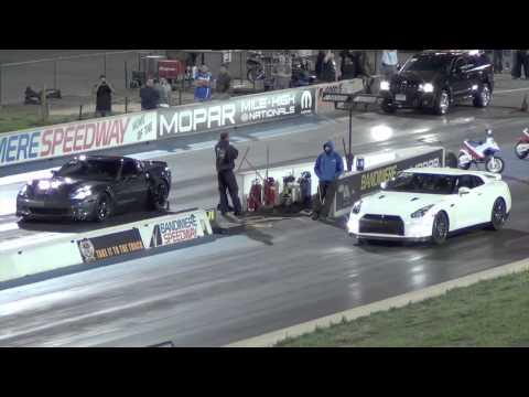 Corvette ZR1 vs Nissan GTR Drag Race