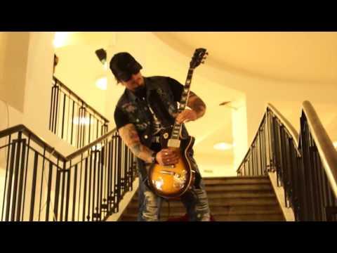 Videó: Így szólt a Keresztapa egy szál gitáron