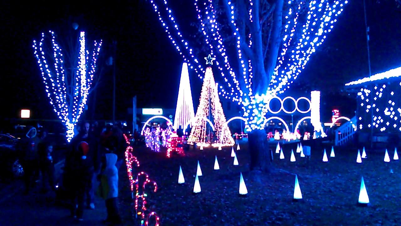 Computerized Christmas Light Show, Charlestown Indiana - YouTube