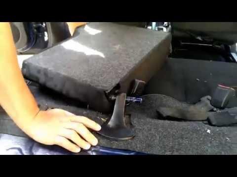 Sedili auto macchiati, come pulirli - La tua auto