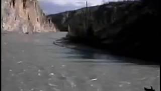 Nahanni Canoeing