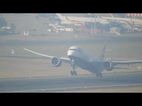 British Airways Boeing 787-8 takes off from Chennai Airport