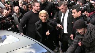 scrummm time blonde kim kardashian creates chaos at balmain fashion show in paris