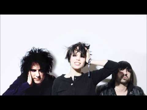 Crystal Castles Feat. Robert Smith (The Cure) - Not In love