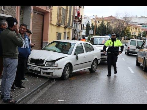 VÍDEO: Imágenes del accidente de esta mañana en La Barrera. El conductor dio positivo en alcohol.