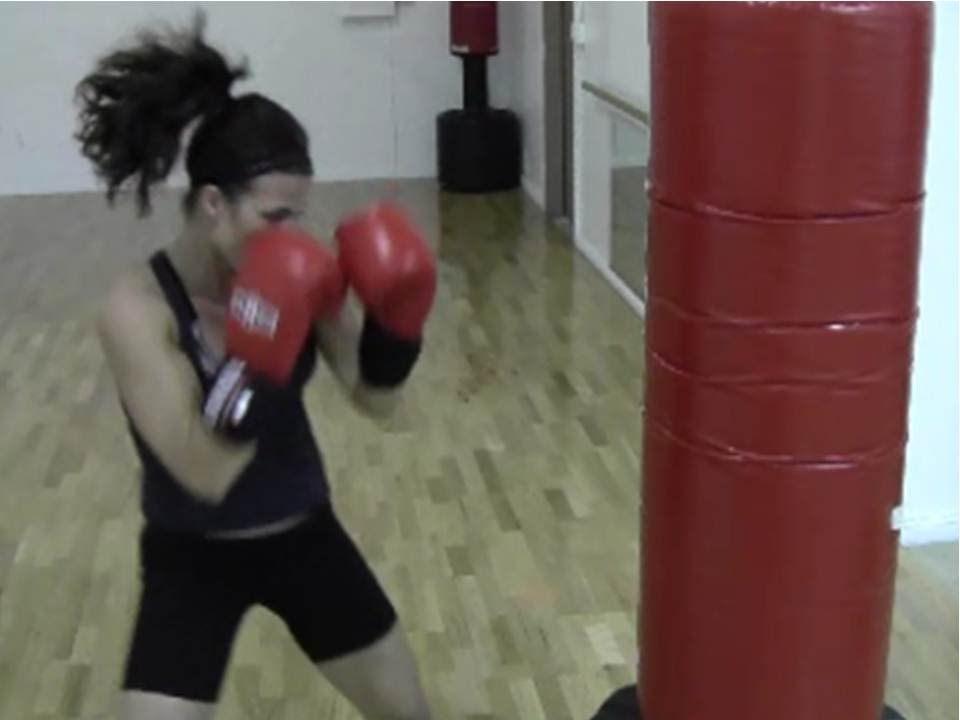 BURN FAT FAST WITH THIS BOXING ROUTINE! HEAVY BAG CIRCUIT ...