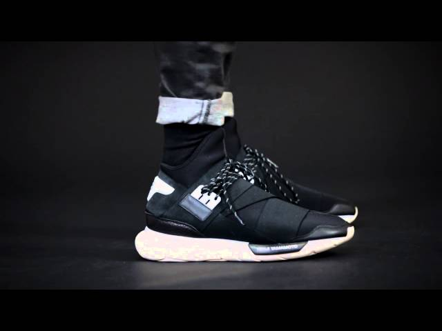 timeless design 5d091 f537c How Balenciaga s  700 sock with a sole became the hottest sneaker in  fashion — Quartzy
