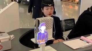 中国上海浦東空港 浦東第2ターミナル国内 Cubic Screen mini ご導入オリジナル制服 中国語案内