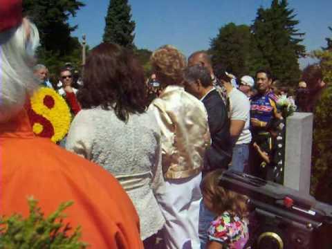 Linda Lee speaks at Bruce Lee's gravesite