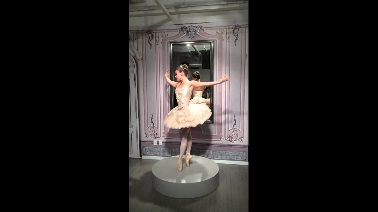 Monique Lhuillier Fall 2015 Bridal Collection Jewelry Box Ballerina