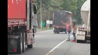 Hacen una seña y las suben al carro: conductores abusan de menores en vías del Quindío