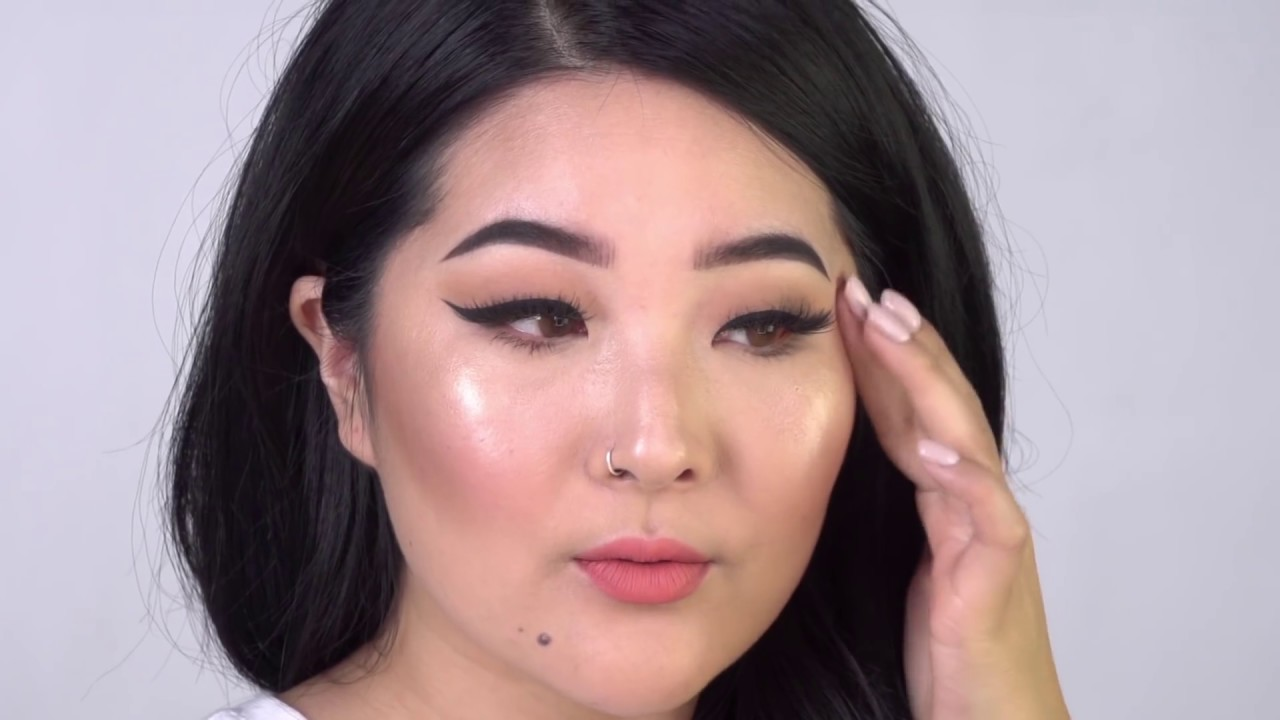 Simple Makeup With Liquid Highlighter