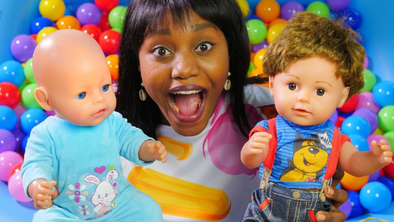 Kids find toys at the pool - Baby Annabell doll & Baby Born doll for kids.