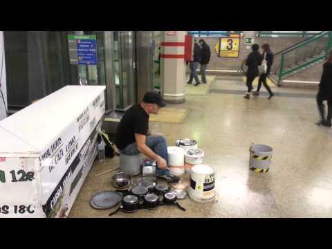 Madrid - Metro Sol percussions artist