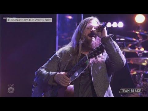 Chris Kroeze brings down the house on The Voice
