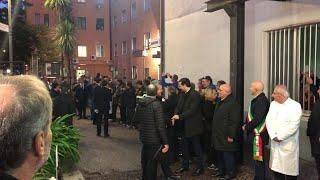 Vallo della Lucania, Conte parla con i cittadini prima della visita all'ospedale