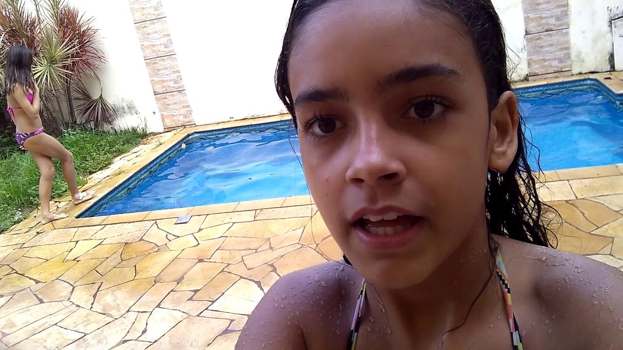 Nadando na piscina !!!