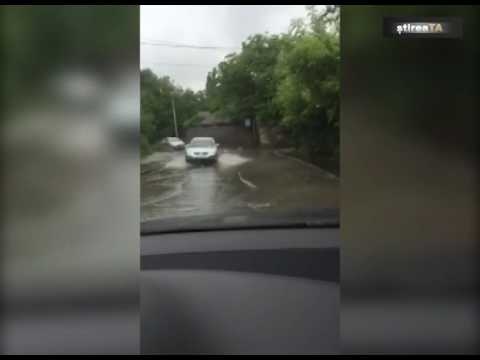 Cum arată Chișinăul după un șuvoi de ploaie