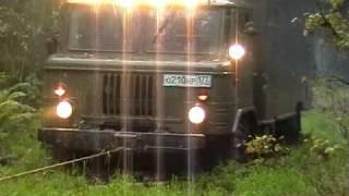 ГАЗ 66 на лебедке через заболоченный участок