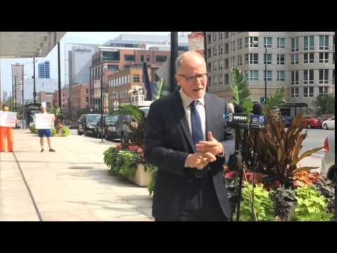 Vallas knocks Rauner on business record, Cayman Island investment