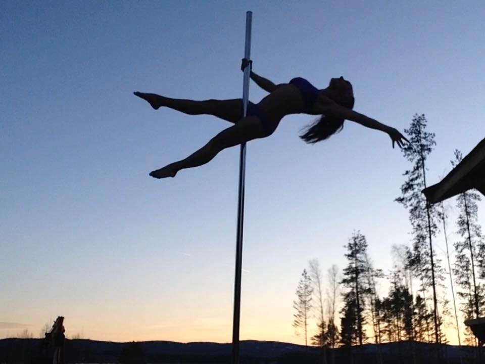 My new outdoor pole! Short Pole Dance clip