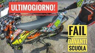 ULTIMO GIORNO DI SCUOLA | FAIL DAVANTI AGLI STUDENTI - Moto Rotta #MotoVlog