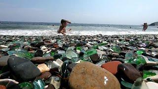 Жители Приморья задались целью спасти Бухту Стеклянная, которую растаскивают туристы.