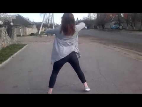 Joven hace sensual twerking y provoca accidente vial en Ucrania (VIDEO)