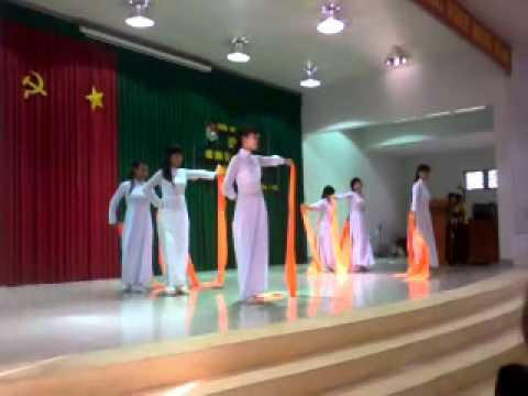 THPT Nguyễn Chí Thanh Tây Ninh....2013(12B6 Múa Lụa - Thần Thoại)