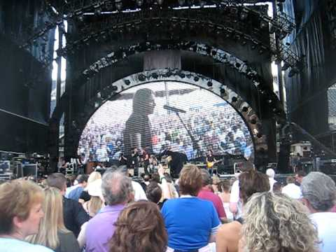Keith Urban has audience sing Happy Birthday to Nicole Kidman June 19th 2010
