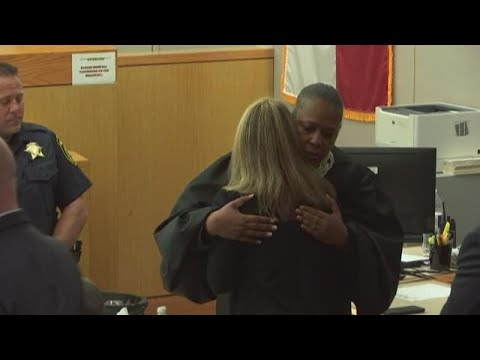 judge-tammy-kemp-speaks-with-amber-guyger-after-trial