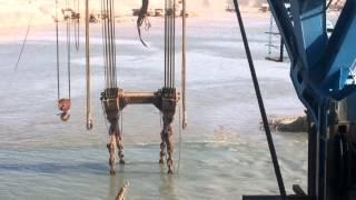 قناة السويس الجديدة : فيديو حصرى لشفط الرمال بالكراكة الصديق بورسعيد بقناة السويس الجديدة